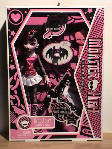 Papusa Monster High Draculaura 3